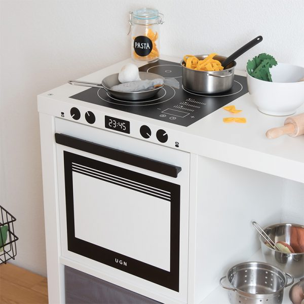 Fully featured stove with cooktop and oven in a Kallax shelf