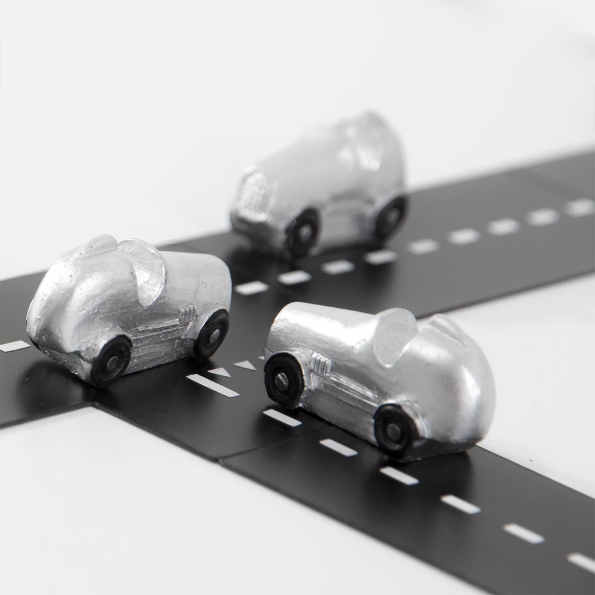 Magnetvägar och små bilar
