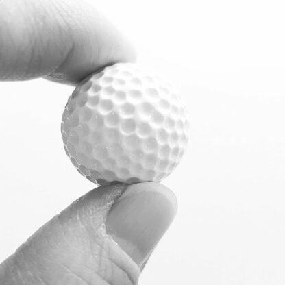 Golfmagnet i närbild