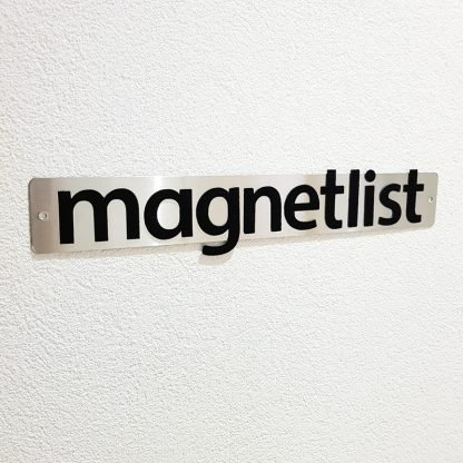 Magnetlist med magnetbokstäver