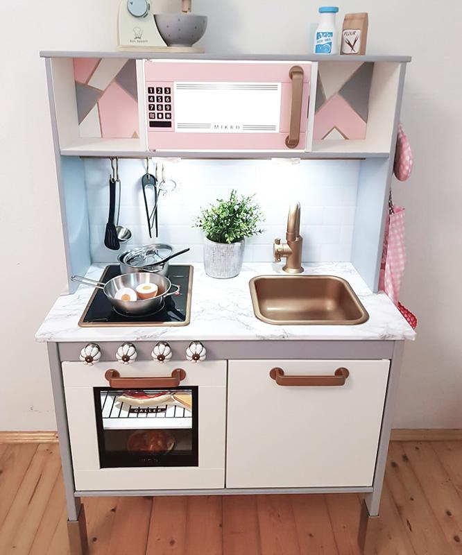 Duktig-kök i grått, rosa och guld från Italien